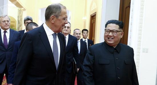 俄外长当面邀金正恩访俄:您来俄罗斯我们会很高兴金正恩拉夫罗夫