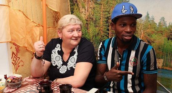 尼日利亚王子加布里埃尔?阿贾伊和他的妻子(俄罗斯卫星通讯社)