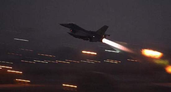 ▲巴军装备的F-16战机