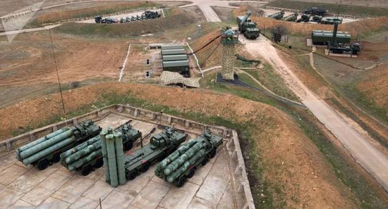俄罗斯卫星通讯社3月23日报道,俄罗斯国防部信息与大众传媒司发布消息称,新罗西斯克近卫强击空降山地兵团防空导弹团在克里米亚开始举行演习(图源:俄罗斯卫星通讯社)