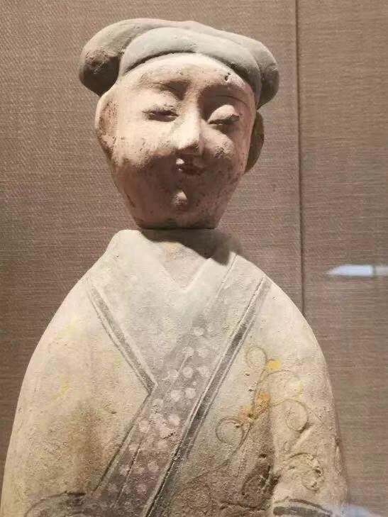 """""""江上""""称重大博物馆展示的彩绘俑为""""地摊货"""" 图/公众号""""江上说的"""""""