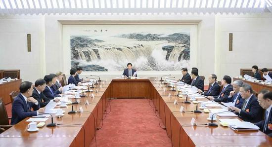 3月11日,十三届全国人大二次会议主席团常务主席第一次会议在北京人民大会堂举行。大会主席团常务主席、全国人大常委会委员长栗战书主持会议。  新华社记者李涛摄
