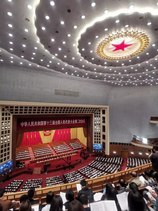 十三届全国人大二次会议现场  尹航 摄