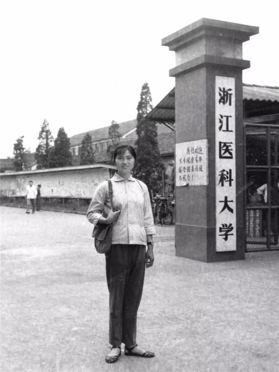 ・1970年,李兰娟进入浙江医科大学(现浙江大学医学院)学习。
