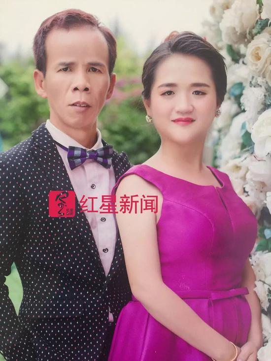 ▲黄家光与妻子杜文的结婚照