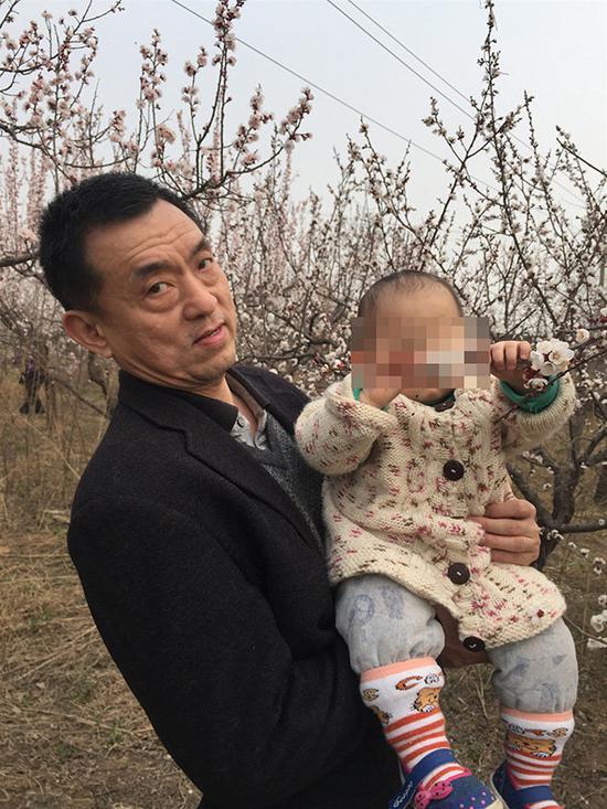 河南省当局答急办副主任冀学遭妻子举报婚外生女并永远家暴。