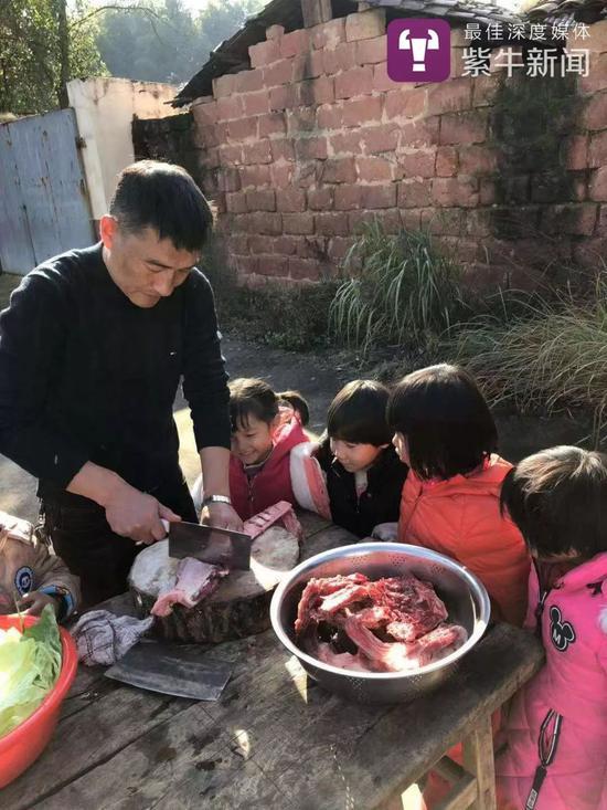 章校长给孩子们准备的菜式很雄厚