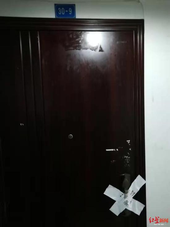 ▲跳楼男子入住房间已被贴上封条