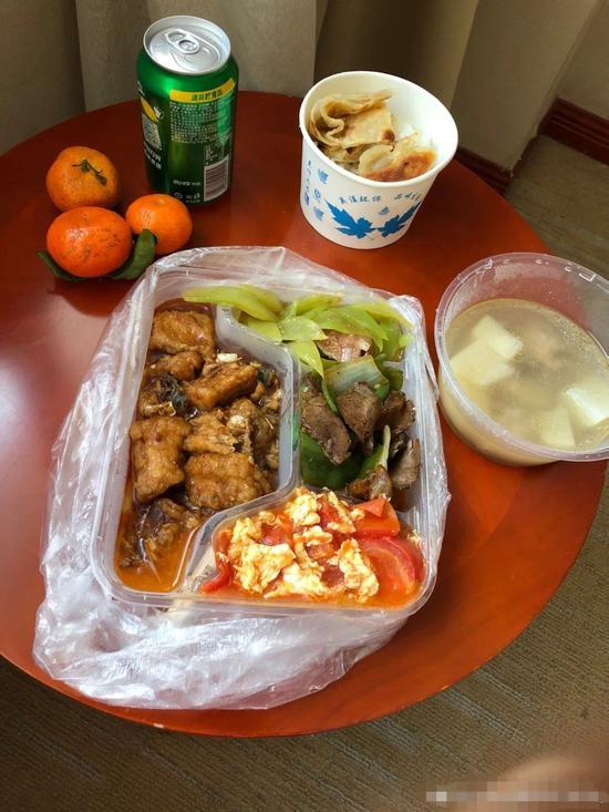 小米的隔离期饭菜。来自小米微博