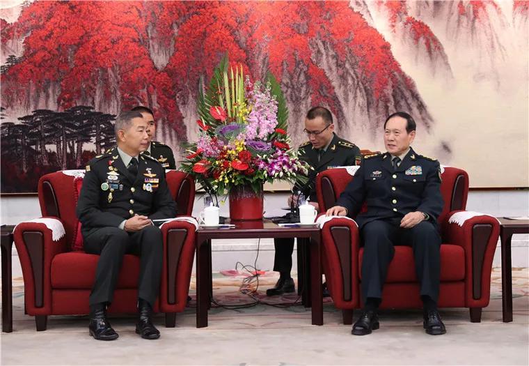 1月7日下午,国务委员兼国防部长魏凤和在八一大楼会见了来访的泰国陆军司令阿披叻。李晓伟摄