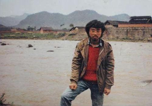 1988年4月海子在四川沐川留影
