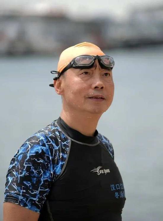 新冠重症患者康复 横渡长江打破自身纪录