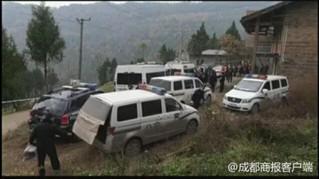 ▲警方在杰杰所在的村里走访调查