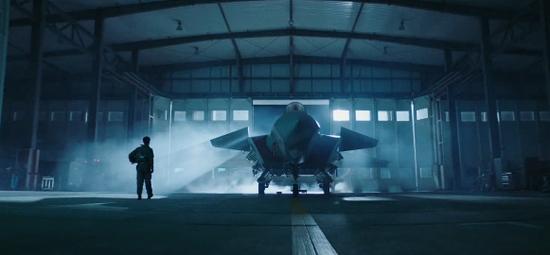 中国空军最新宣传片:歼20机身现两排罕见标志(图)
