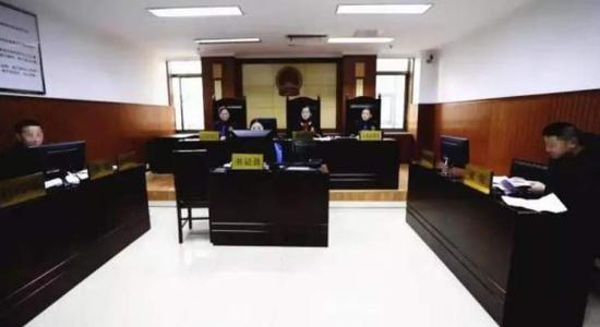 庭审现场。 济南中院微信公多号图