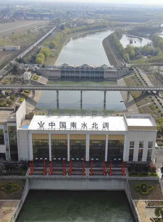 ↑位于山东枣庄的南水北调东线台儿庄泵站(2021年3月18日摄,无人机照片)。