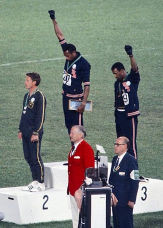 1968年墨西哥城奥运会男子200米颁奖典礼。来源:维基百科