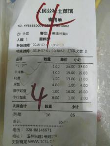 外卖里吃出半条虫 店家称卖一赔一律师说十倍理赔