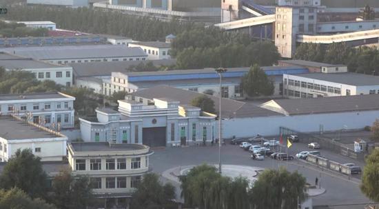 在牢狱西北侧高楼上远眺牢狱。新京报记者孙旗摄