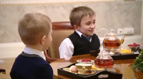 小男孩的愿望是俯瞰圣彼得堡。