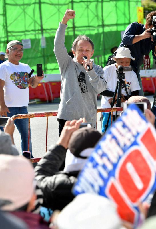 冲绳知事在街头抗议填海工程(每日音信)