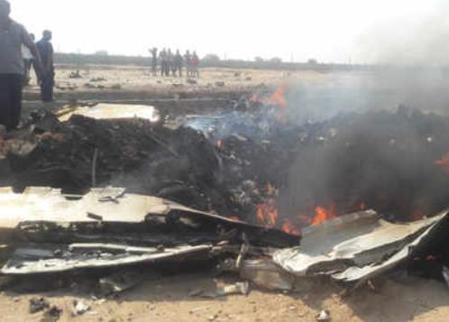印度空军飞机坠毁 飞行员跳伞硬着陆