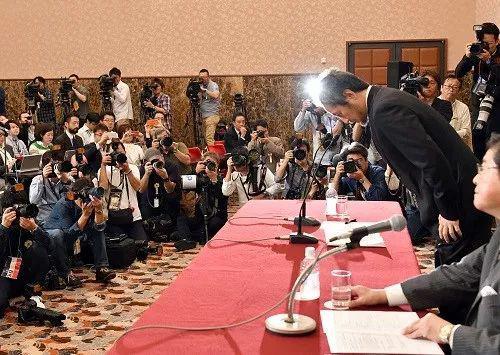 ▲当地时间2018年11月2日,日本东京,日本记者安田纯平自上月获释以来,首次在日本全国记者俱笑部举走信息发布会。(来源:视觉中国)