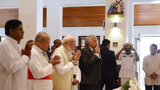 莫迪悼念斯里兰卡复活节爆炸案受害者们 图源:法新社