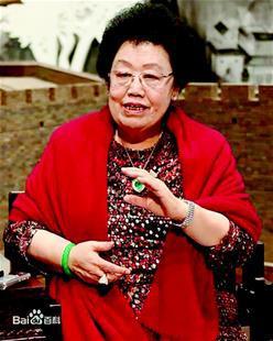 图为:富华国际集团主席陈丽华位列第三