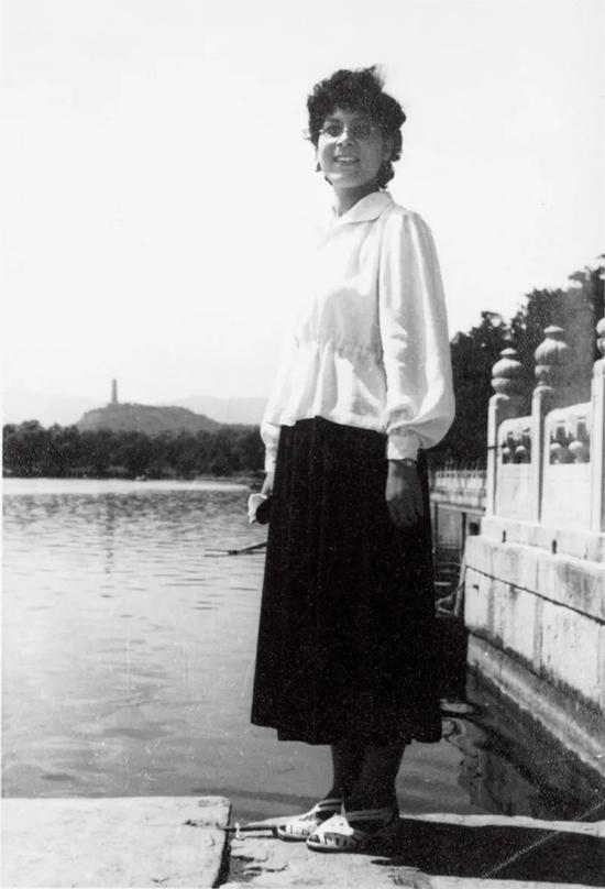 20世纪50年代在北大读书时的灰娃。图/受访者挑供
