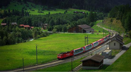 瑞士观光火车(图片来源:摄图网)