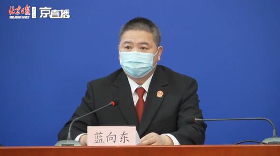 武汉返京男子感染母亲致20多人隔离 获刑八个月