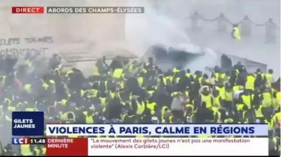 """游行演变成暴力袭击,民众与警察""""血拼"""""""