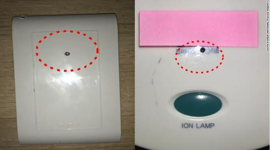 微型摄像机被隐藏在旅店墙上的插座(左)和吹风机架(右)(via CNN)