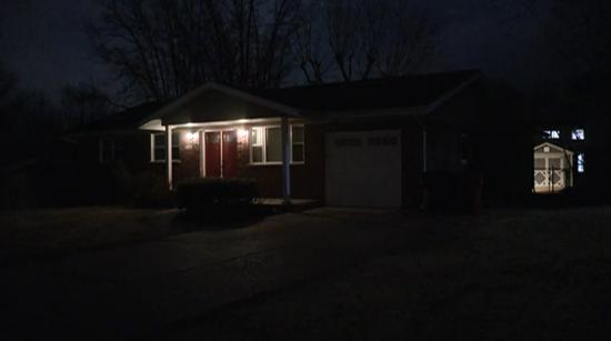 美国疫情悲剧:11岁小女孩返家 发现父母隔离时去世