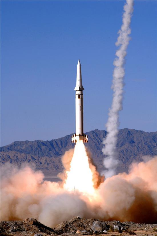 火箭军在戈壁高原组织实弹发射(资料照片)。新华社发(宋远高 摄)