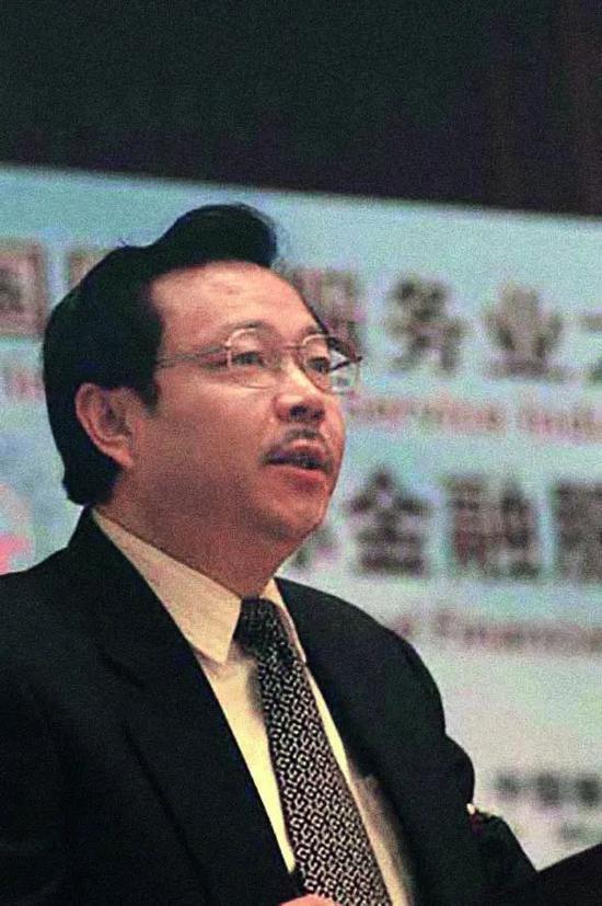 ·2003年—2005年,赖小民任银监会北京监管局党委书记、局长。