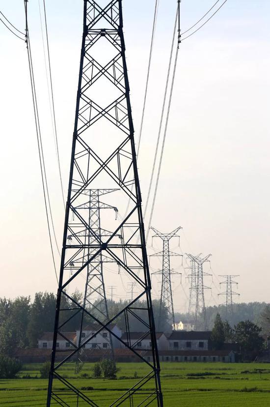 江苏淮安新架设的农村电网,图片来源@VCG
