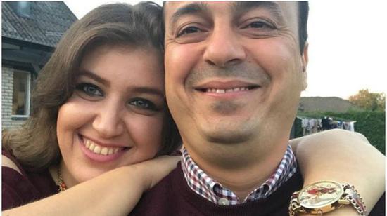 ▲被拯救的门生菲拉斯和妻子。图据福克斯消息