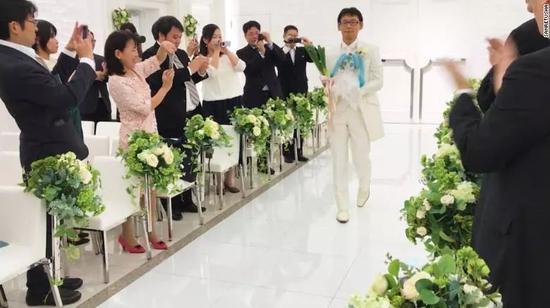 日本男子娶全息影像 人类要进入跨次元婚姻时代?