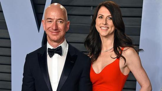 贝索斯宣布与成婚25年的结发妻子麦肯齐离婚(图片来源:美媒)