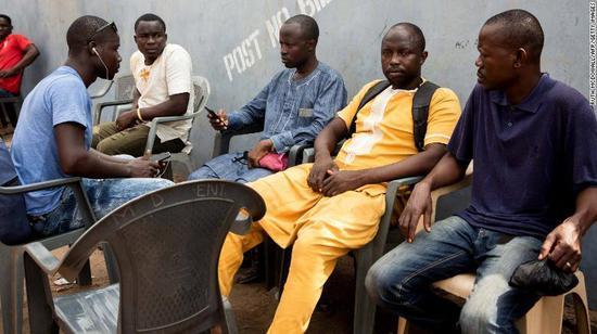 """加纳记者揭足球贪腐遭枪杀 总统谴责""""滔天罪行"""""""