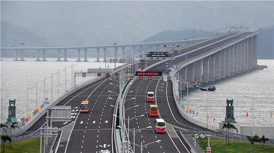 2018年10月24日,港珠澳大桥正式通车运营。新华社记者 梁旭 摄