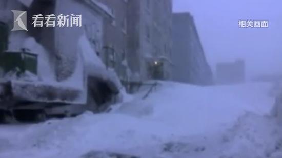 """俄罗斯-26℃公交车抛锚 全车乘客冻成""""雪人"""""""