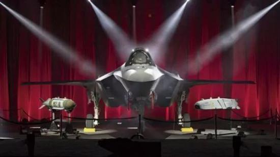 ▲除洛克希德-马丁公司和普惠公司大批条约将实行到2020岁尾以外,五角年夜楼将从土耳其迁出F-35战机的年夜局部提供链。(英国《简氏防务周刊》网站)