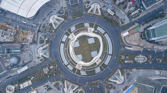 1月26日无人机拍照的武汉光谷广场。(新华社图)