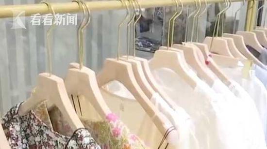 女子開奔馳卻在商場偷衣架 店主:這算什麽操作?