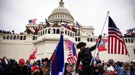 国会骚乱事件。图源:CNN