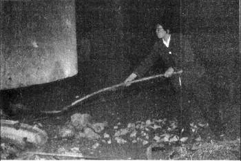 申纪兰在硅铁厂参加劳动