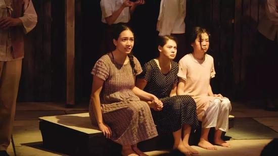 慰安妇服务日军电影_韩国建立慰安妇问题研究所 日本非常不满|文在寅|朴槿惠_新浪新闻